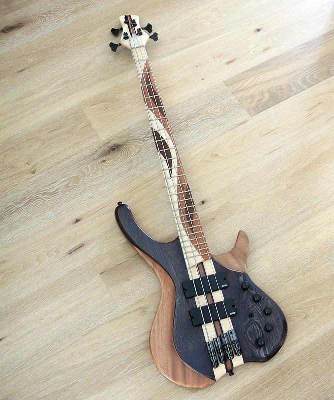 MG Desert Custom 4 - 4 string active custom made bass - Mint condition