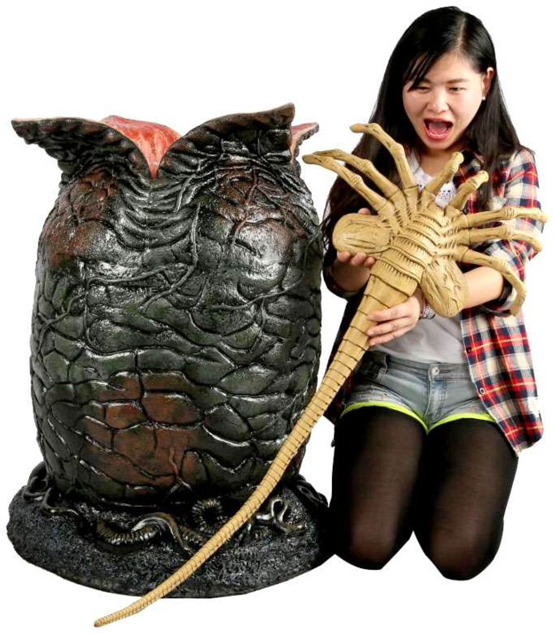 NECA Aliens Life Size Egg & Facehugger Prop Replica [with LED Lights]