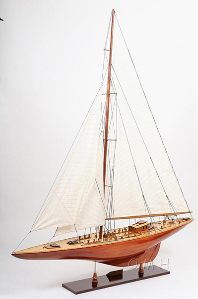 Endeavour British Sailboat Model