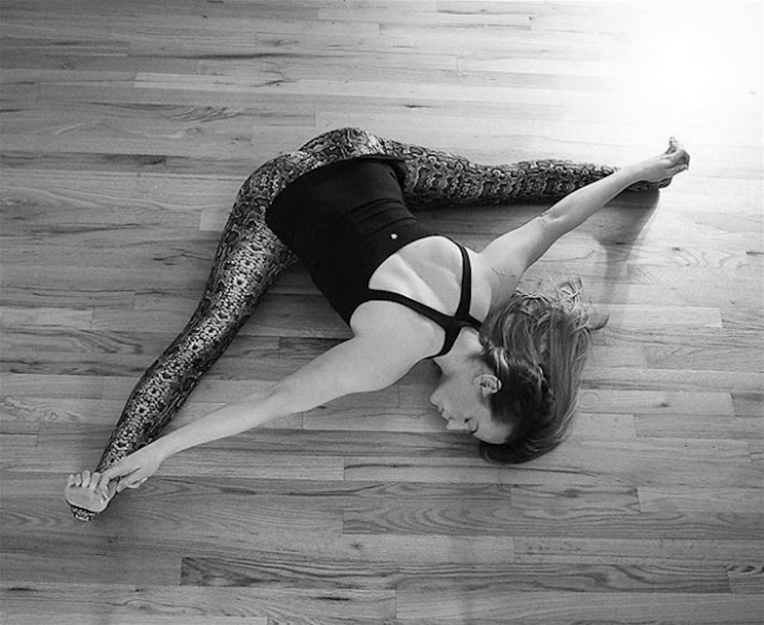 Top 6 Long Yoga Tops For Your Practice