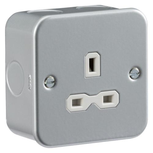 Metal clad 13A 1G Unswitched Socket (DFL1MR7000U)