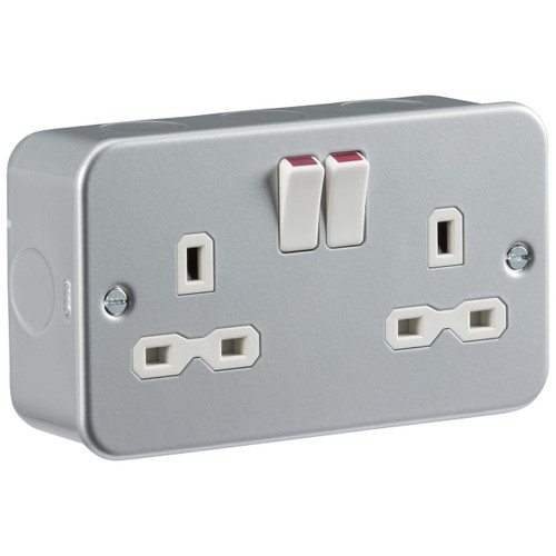 Metal Clad 13A 2G DP Switched Socket (DFL1MR9000)