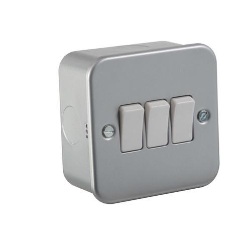 Metal Clad 10A 3G 2 Way Switch (DFL1M4000)