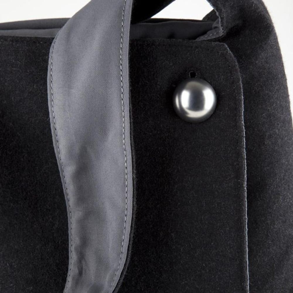 http://d3d71ba2asa5oz.cloudfront.net/12015324/images/speck-a-line-bag-black-grey__56485.jpg
