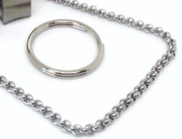 Need two ways to hold on to your RingSafe? This simple set ensures you have a perfect fit to wear your RingSafe on your keyring or around your neck, depending on what you might be doing.