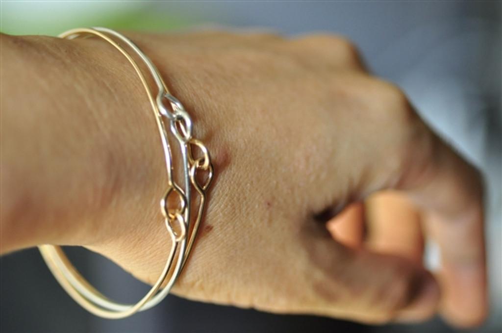HOLDING HANDS skinny bangle