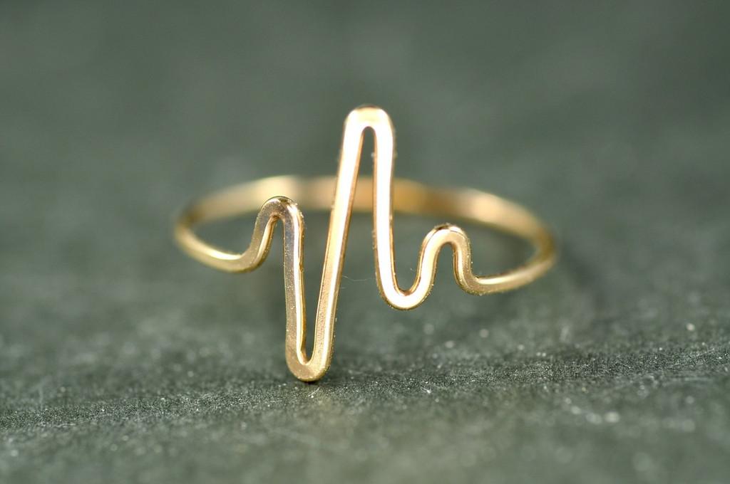gold heartbeat ring | muyinjewelry.com