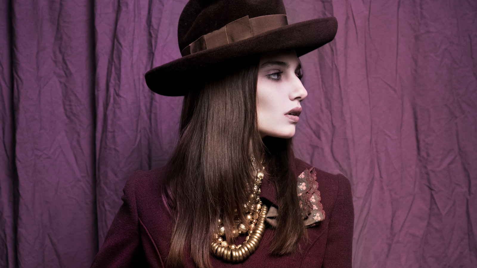 Online vintage shop, The Rabbit Hole vintage clothing Miami fashion editorial brown hat