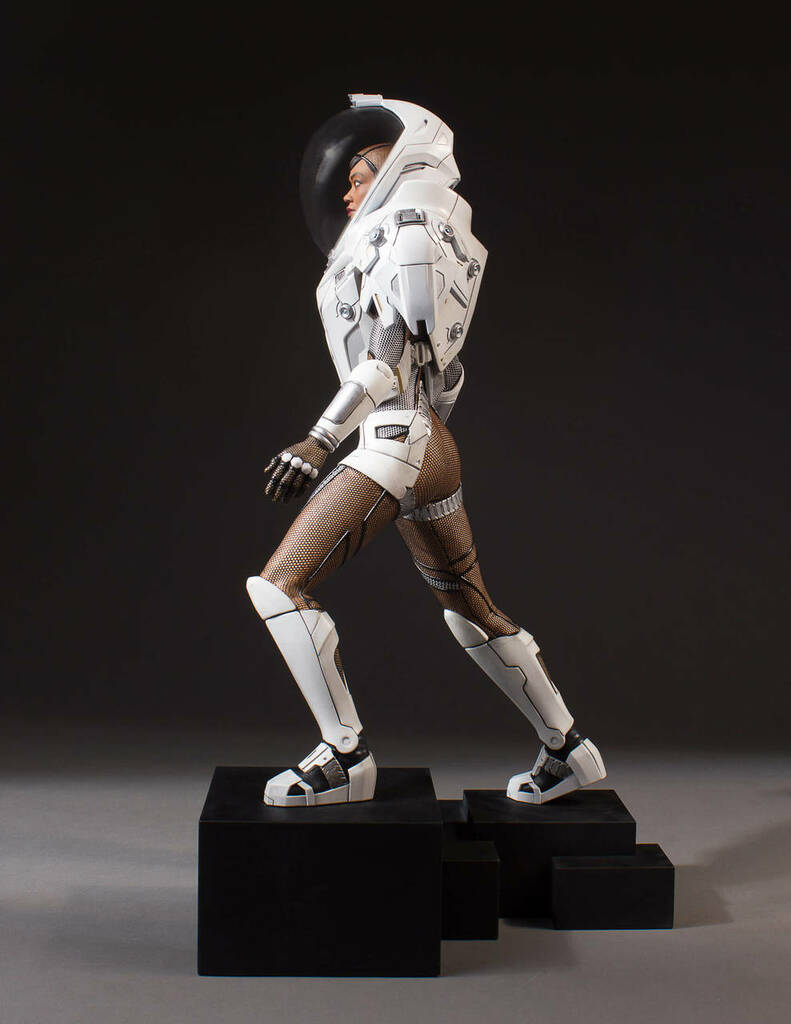 Michael Burnham in Starfleet Long-haul Space Suit Star Trek: Discovery Collector's Gallery Statue