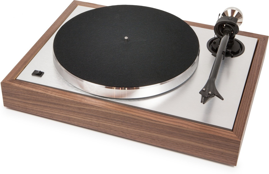 ProJect The Classic Turntable Walnut -Free 2m Silver Cartridge