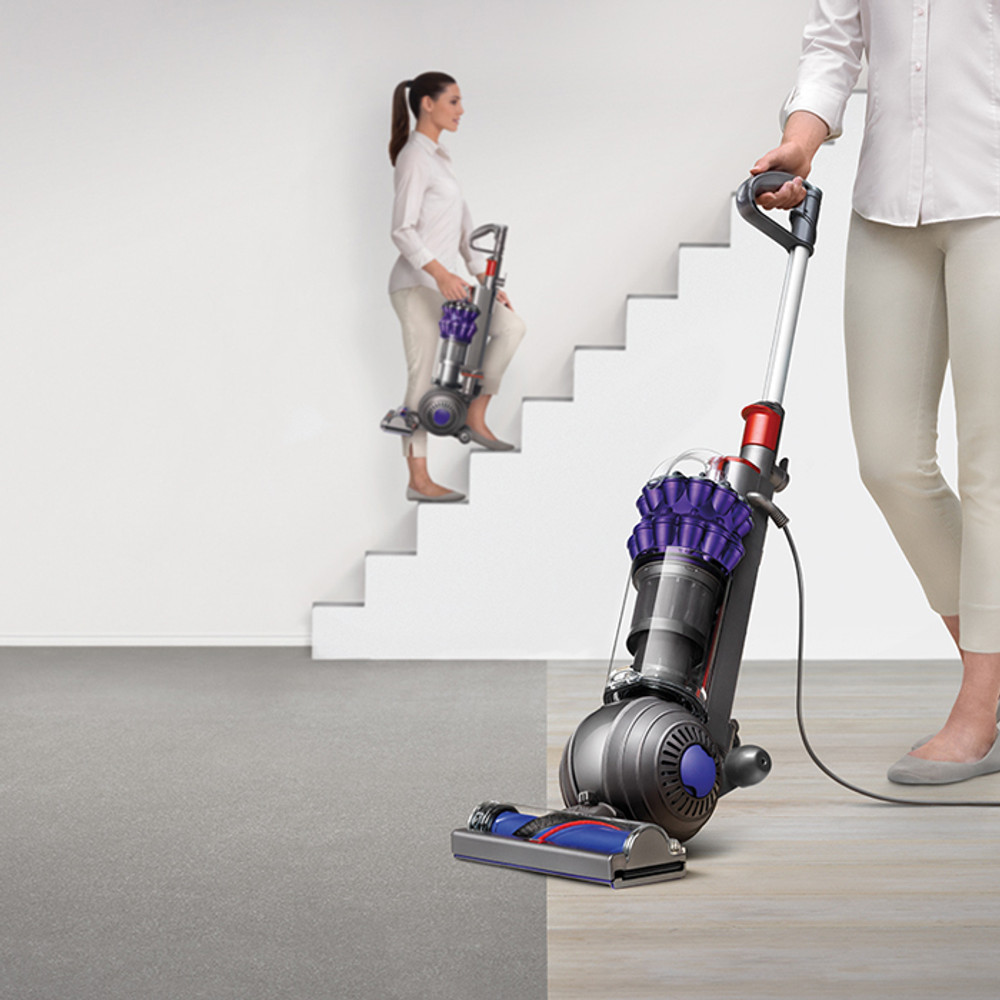 Compact design for full power cleaning, but lightweight carrying
