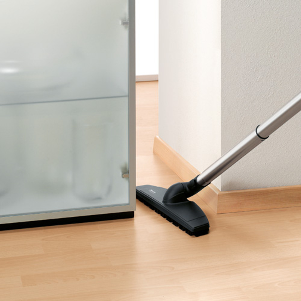 Miele Swivel Neck Reaches Tight Spaces