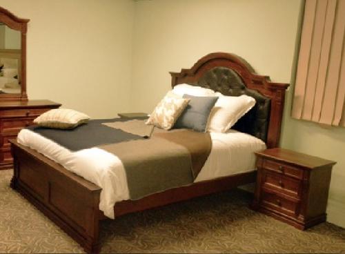 JEFFERSON QUEEN 3 PIECE  BEDSIDE BEDROOM SUITE -  (MODEL-14-1-16-15-12-5-15-14)  BED - AMERICAN CHESTNUT