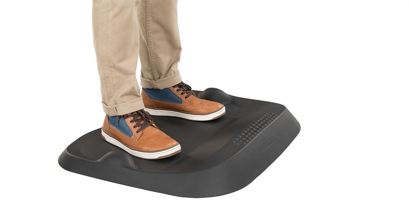 Work on your feet with ideal support with the E7 Small Active Anti-Fatigue Mat by UPLIFT Desk