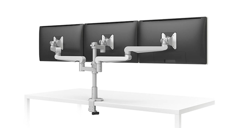 Folding links with integrated wire management allow for individual adjustment of each display