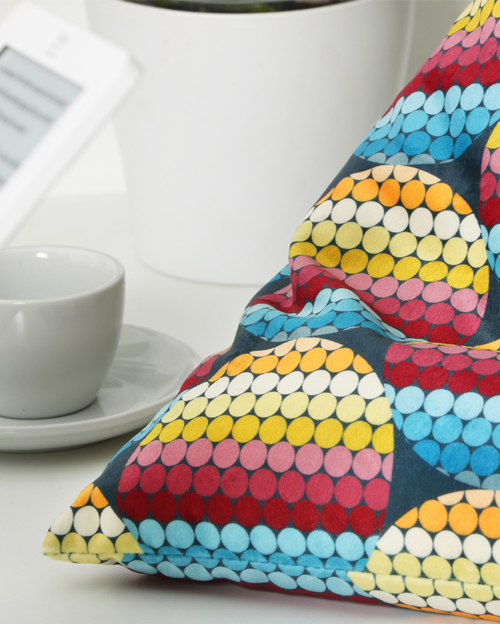 Petals Groovy Sunset - Tetrahedron Shape Smart Cushions