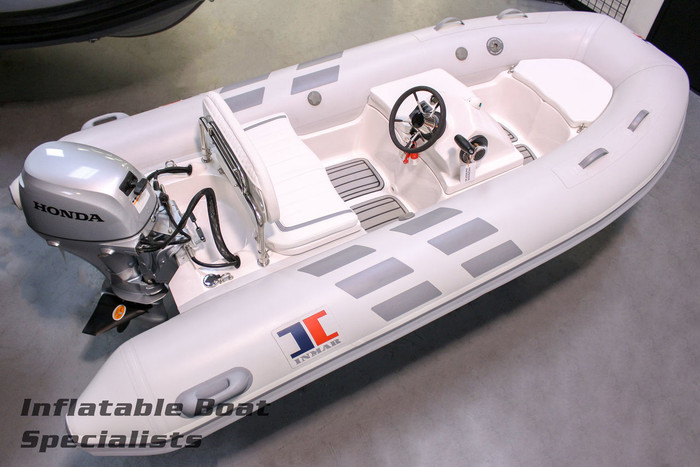 Inmar Yacht Series | 320R with Outboard Engine