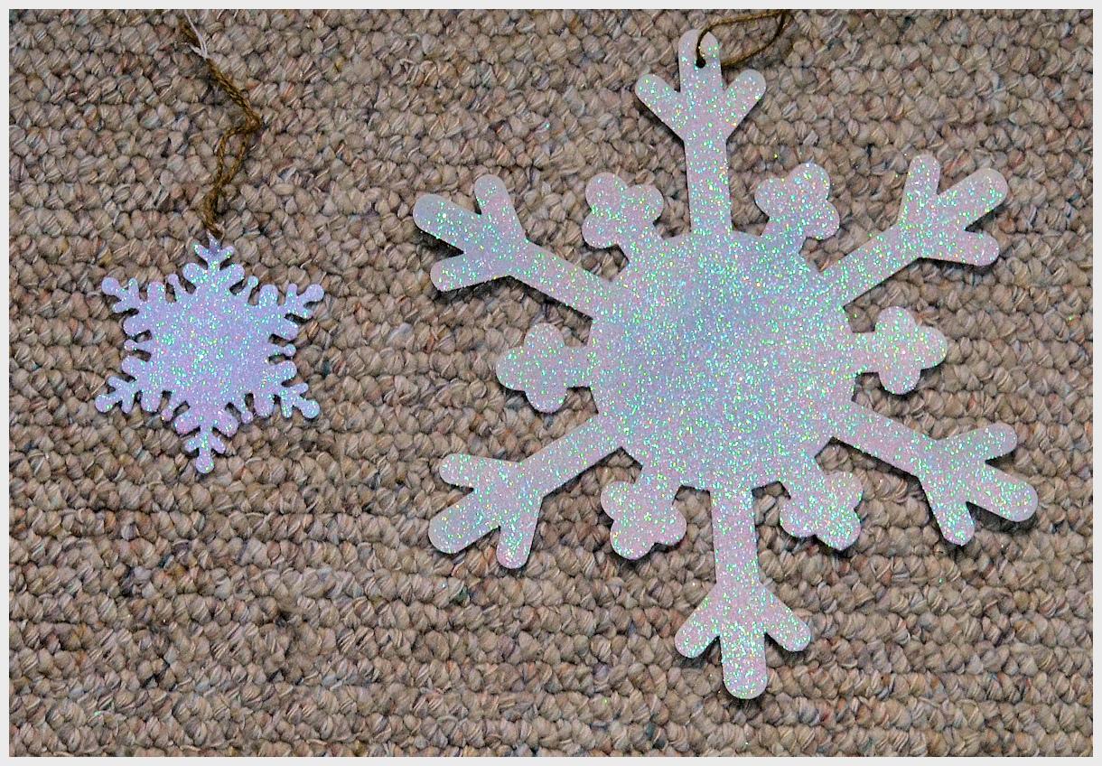 or-snowflake-ornments-13xxx-boaarder.jpg