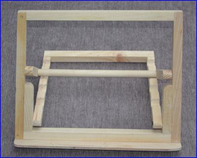wood-easel-folding-19231008-sm.jpg