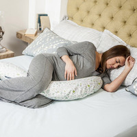 Dreamgenii Pregnancy Pillow Nature Green in use
