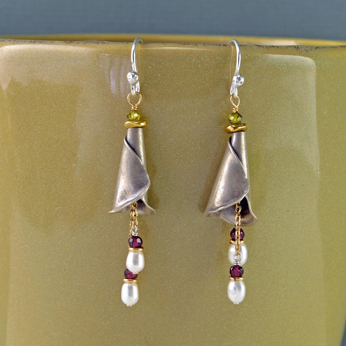 unique earrings embellished with pearls and garnet: view 1