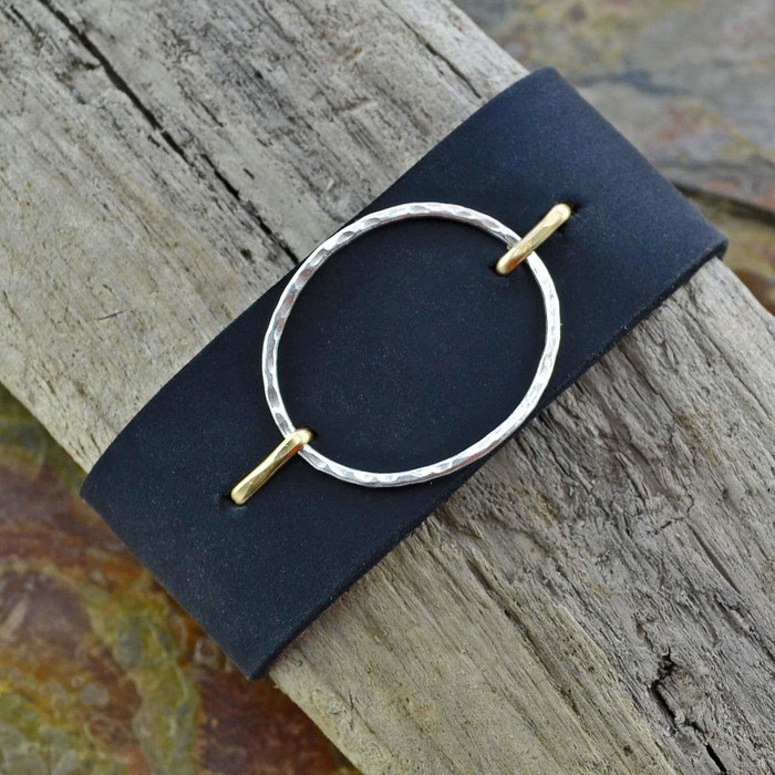 Suspended Circle leather cuffs: view 1