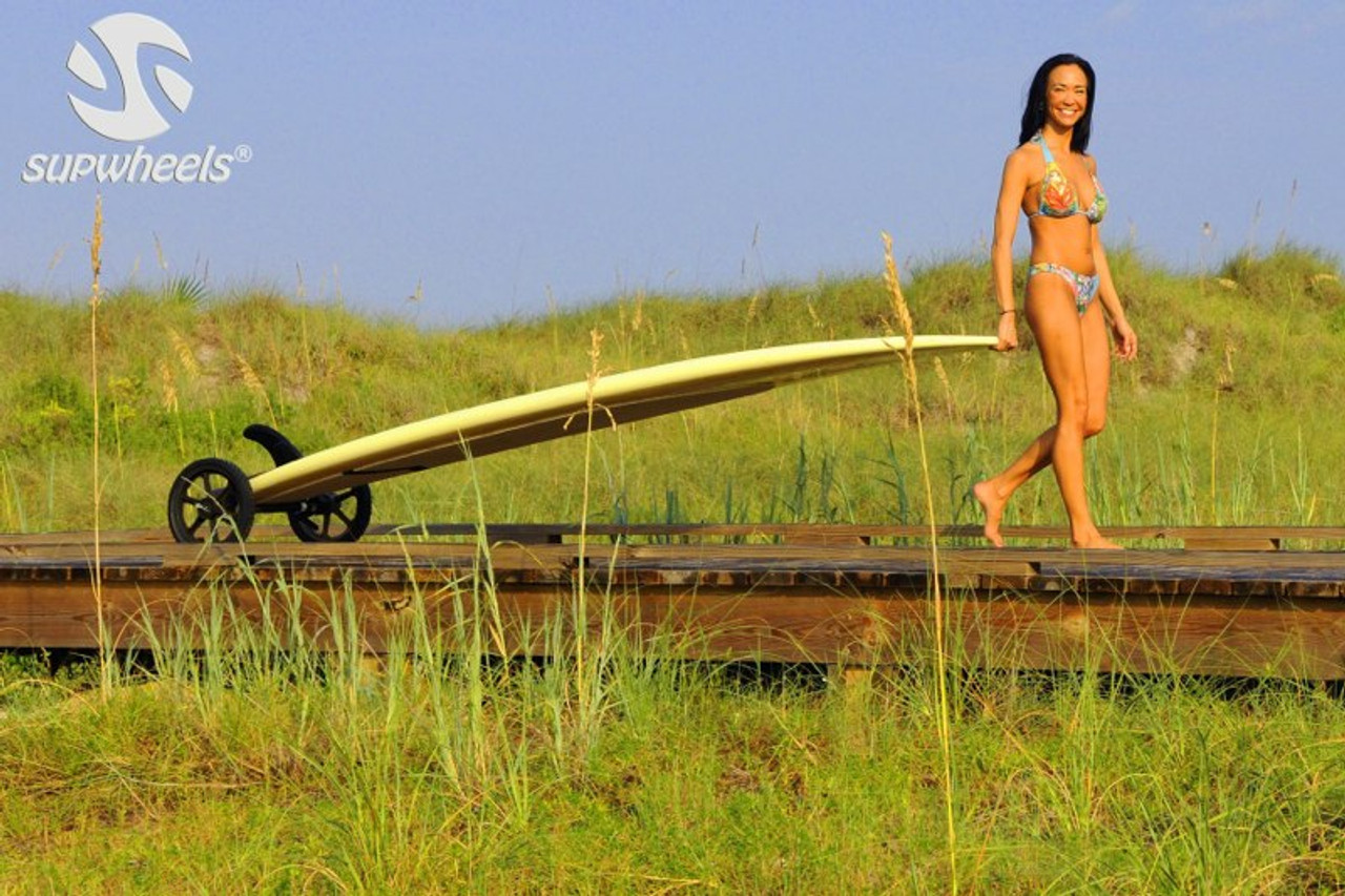how to carry a standup paddleboard to the beach