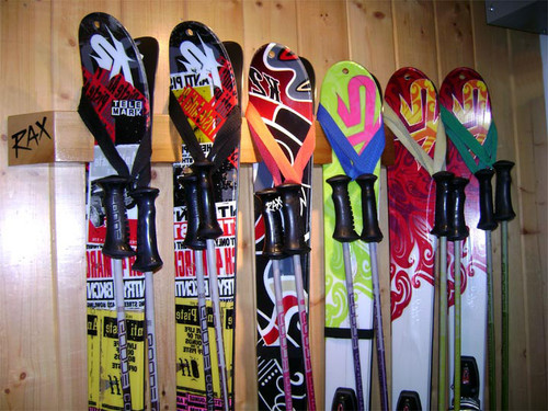 six ski display and storage rack