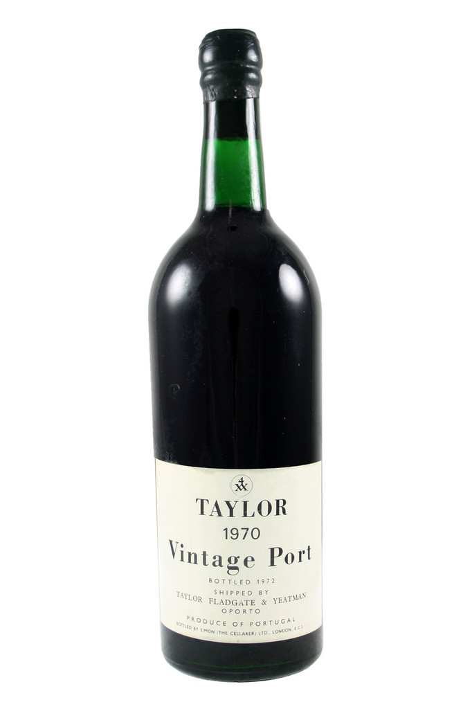 A deep garnet core with a faded brick rim. The nose is still tight, youthful with notes of liquorice, raisin, boot-polish and a little lemongrass. Very well defined. The palate is full-bodied with firm tannins, very cohesive with superb ripeness: wild strawberry, lemongrass, smoke and dates with an incredibly long, persistent finish. There is an effortless nature to this wine.