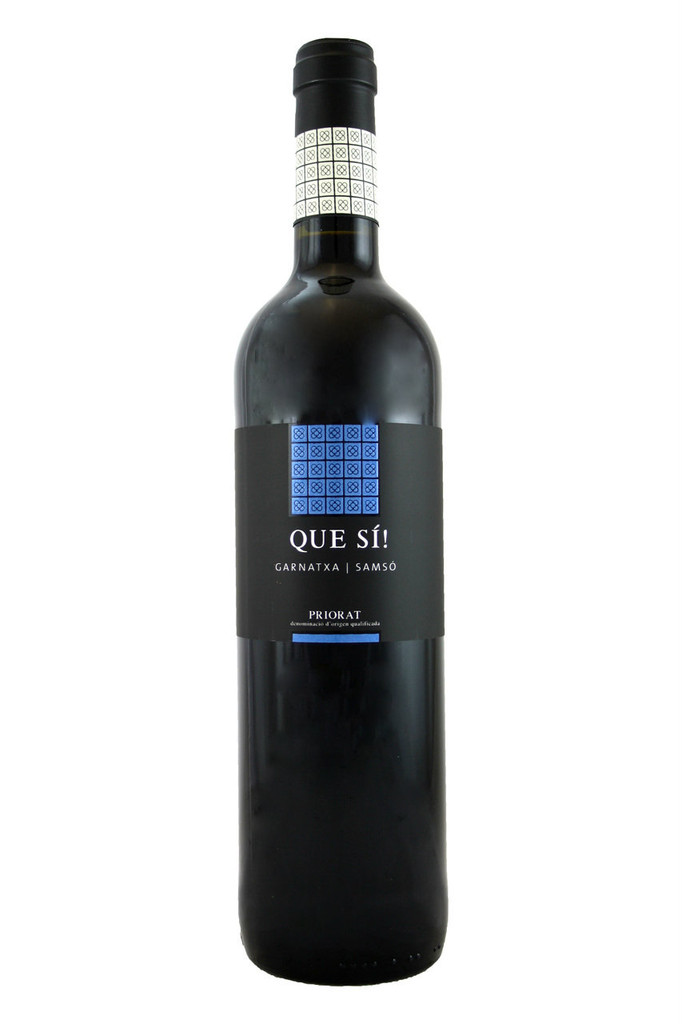 Carignan's and Grenache characteristic black and red fruit appear. Notes of spices, red pepper and a scent of nutmeg rise from the wine's oak aging.