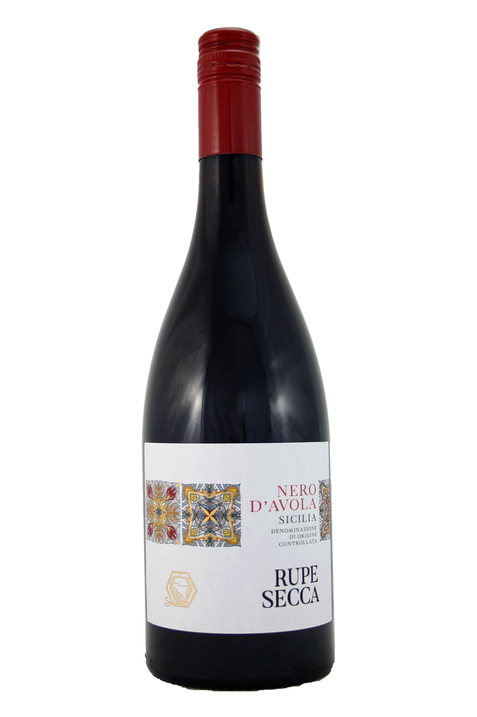 This is an intense and smooth red wine, full of ripe red berry aromas and flavours supported by soft tannins.