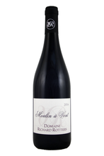 100% Gamay with 6 months ageing in barrels and casks.