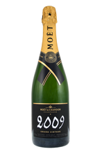 For lovers of finely aged Champagne, elegantly sleek and particularly graceful, Grand Vintage 2006 holds irresistible appeal.