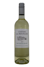 Perky gooseberry and lychee flavours on the palate with a refreshing acidity and good length on the finish.