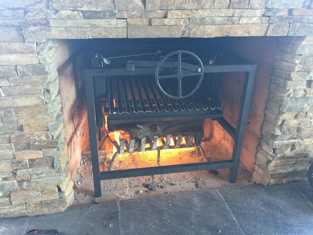 Fireplace grill fine asado cooking for Fireplace and bbq