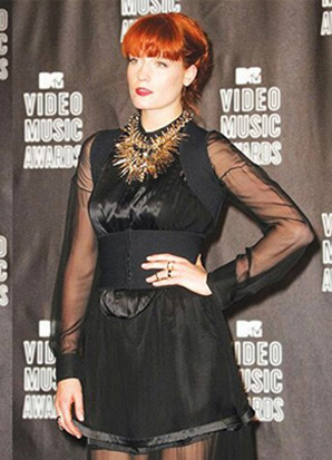 Florence Welch wearing the Lisa Freede Double Chain Ring