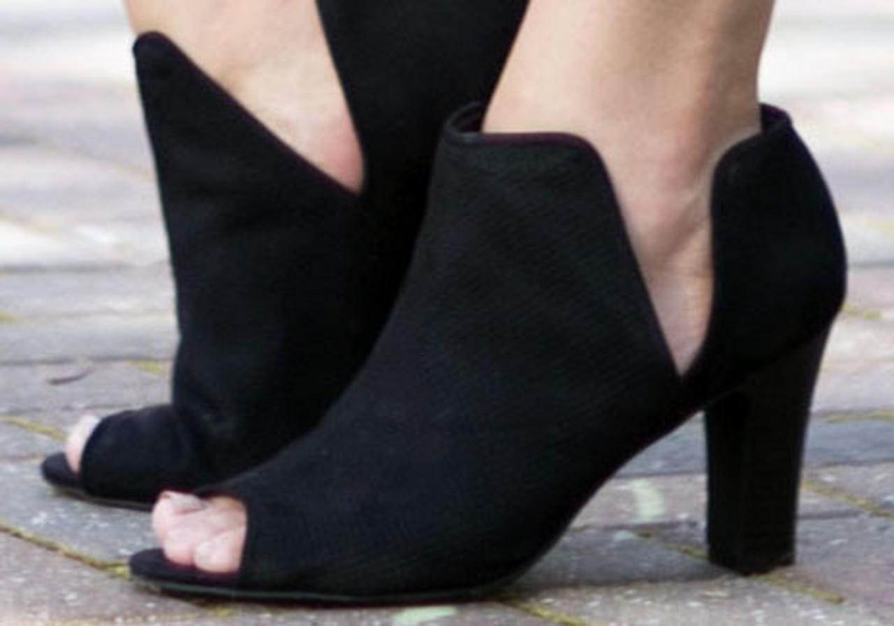 wide size heels