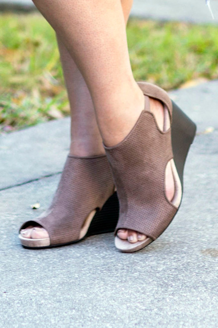 The Moment Wedges -Taupe