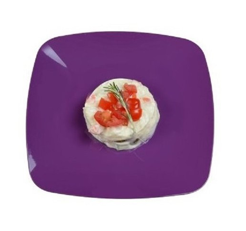 Elegant Renaissance rounded square disposable products are perfect for a classy dinner parties or weddings. These are made from heavyweight plastic. Sold in wholesale bulk and retail.
