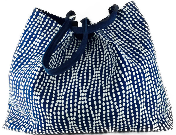 Handbags that are relaxed yet attractive style for your day to day life, with this gorgeous Waverley Strands Lola tote. Handmade handbags totes New York fashion | In Style trendy totes and handbags for women | Stylish fabric handbags and purses New York