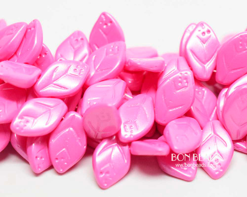 12x7mm Fuchsia Pink Leaves (300 Pieces)
