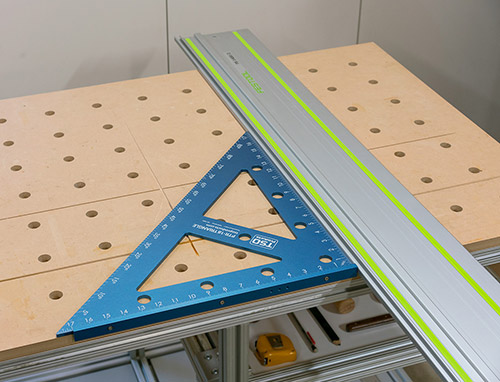 Quickly square your guide rail to the MFT/3 worktop or fence.