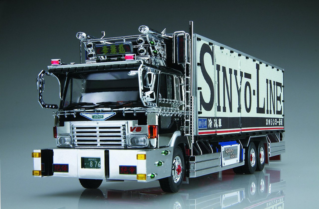 "Aoshima 12765 Japanese Decoration Truck ""Shinyo Line Karei Maru"" 1/32 scale kit"