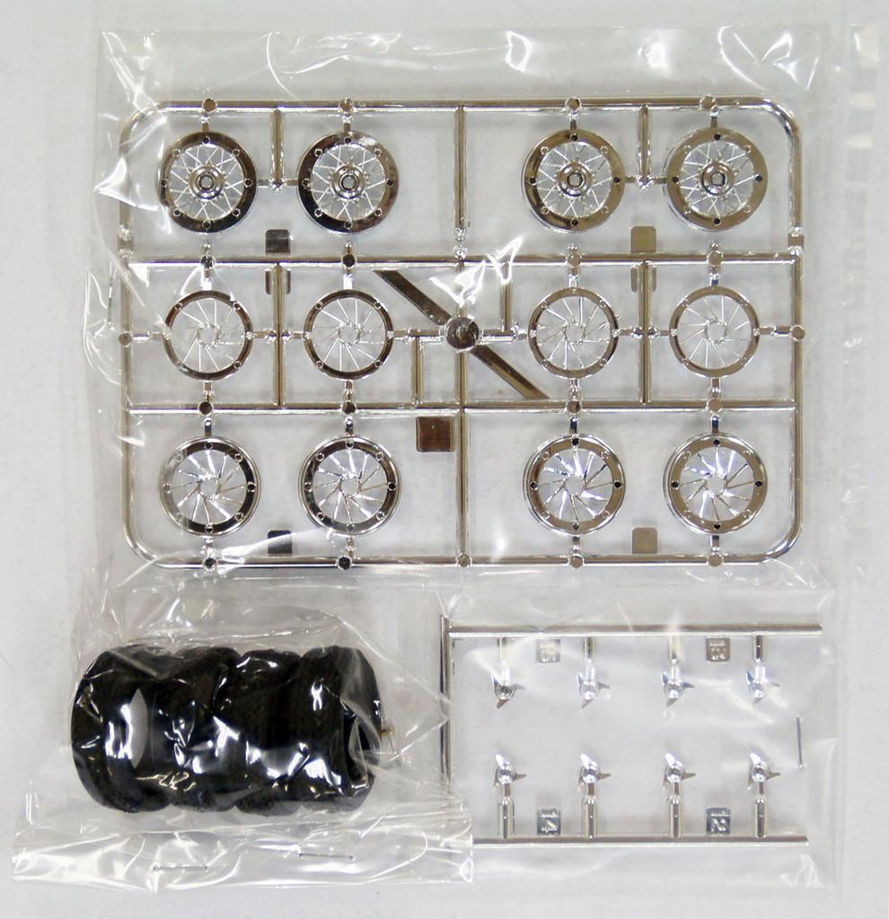 Fujimi TW24 Boranni Wire Wheel & Tire Set 15 inch 1/24 Scale Kit