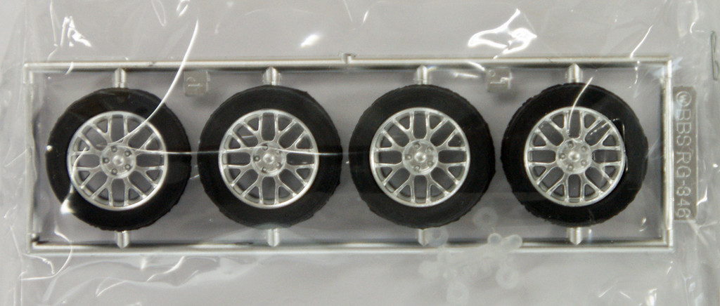 Fujimi TW35 BBS RG346 Wheel & Tire Set 17 inch 1/24 Scale Kit