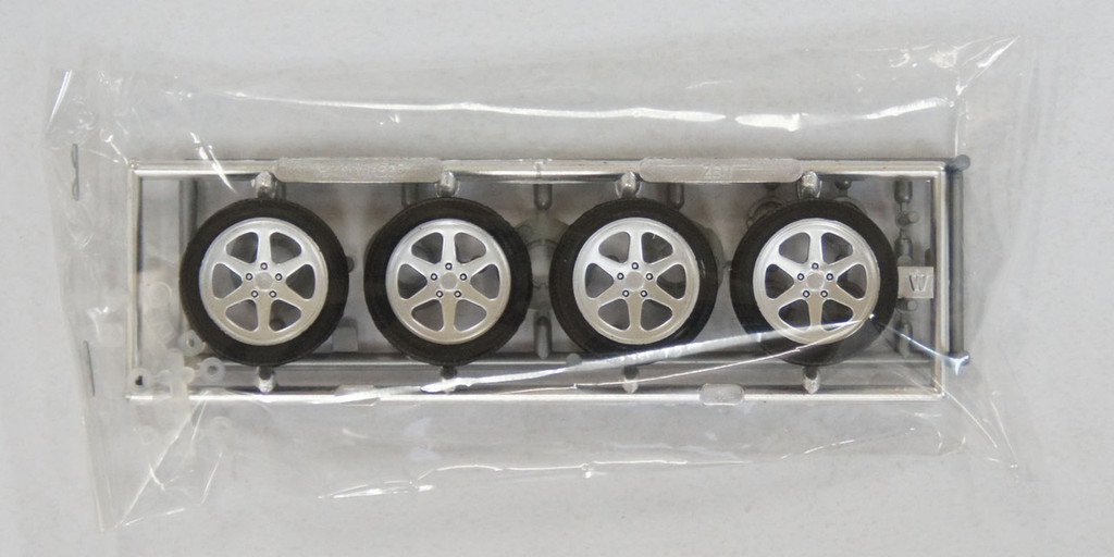 Fujimi TW54 Zeit Wheel & Tire Set 18 inch 1/24 Scale Kit
