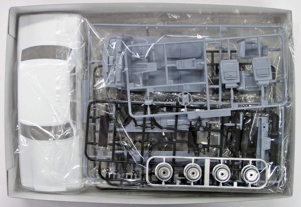 Aoshima 52266 The Model Car 18 Toyota VG45 Century L Type 1/24 Scale Kit