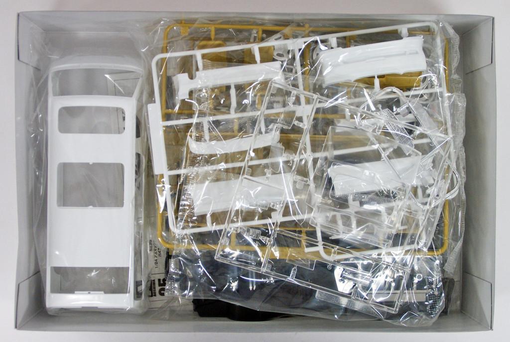 Aoshima 53553 AZ-Max KZH100 Hiace Wagon '99 (Toyota) 1/24 scale kit
