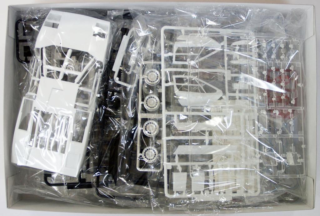 Aoshima 46708 Lamborghini Countach LP400 1/24 Scale Kit