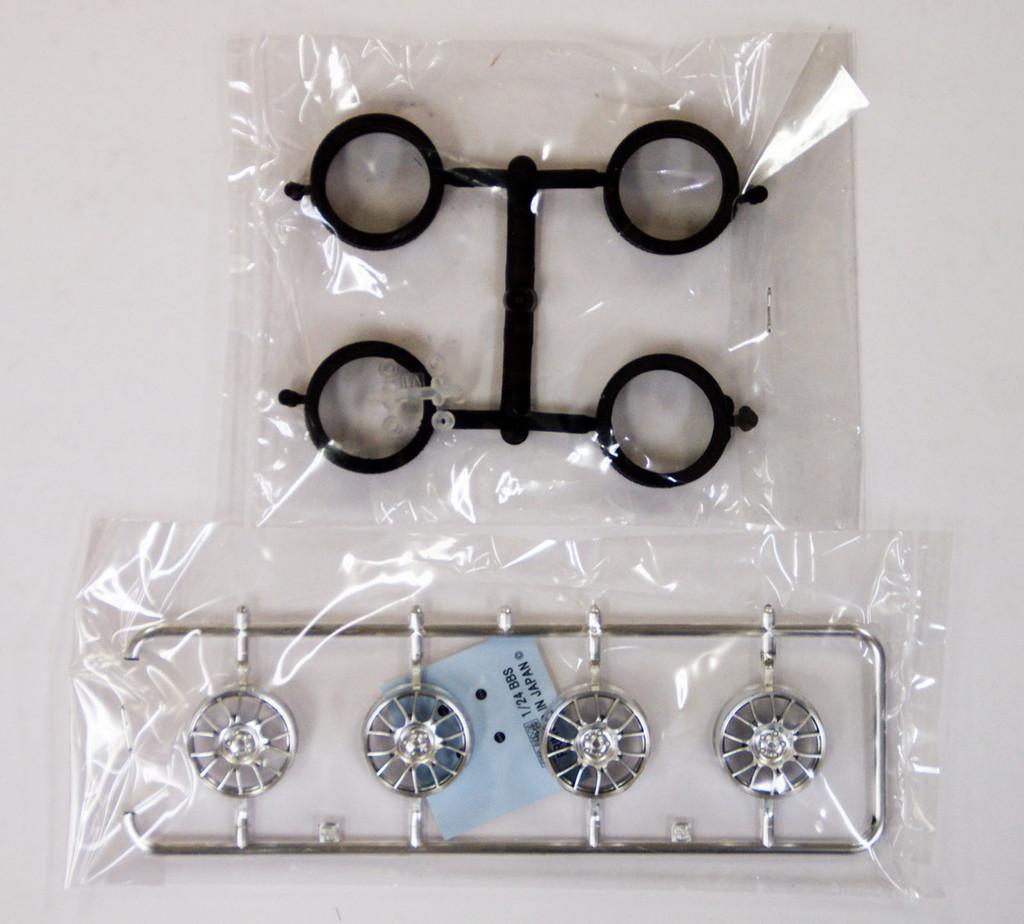 Fujimi TW15 BBS RE Wheel & Tire Set 19 inch 1/24 Scale Kit
